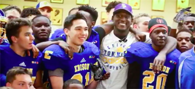 Xavier Rhodes visits the Tommies (Credit: WCCO)